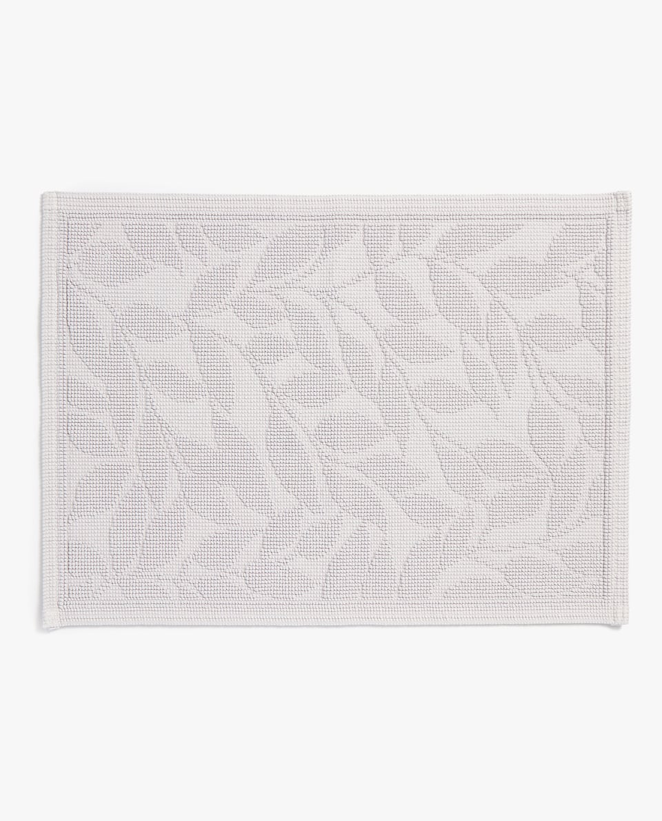 BATH MAT WITH LEAF DETAILS