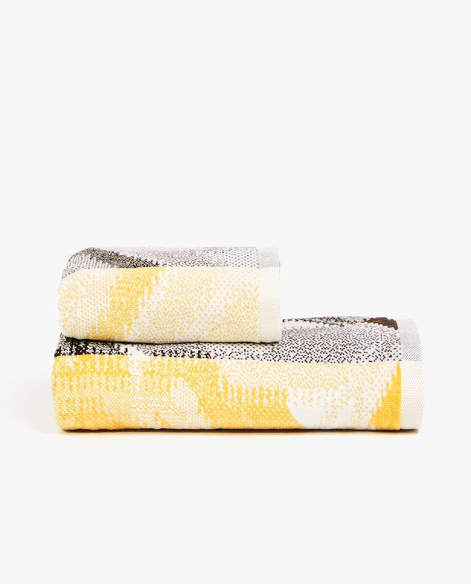 STRIPED JACQUARD TOWEL