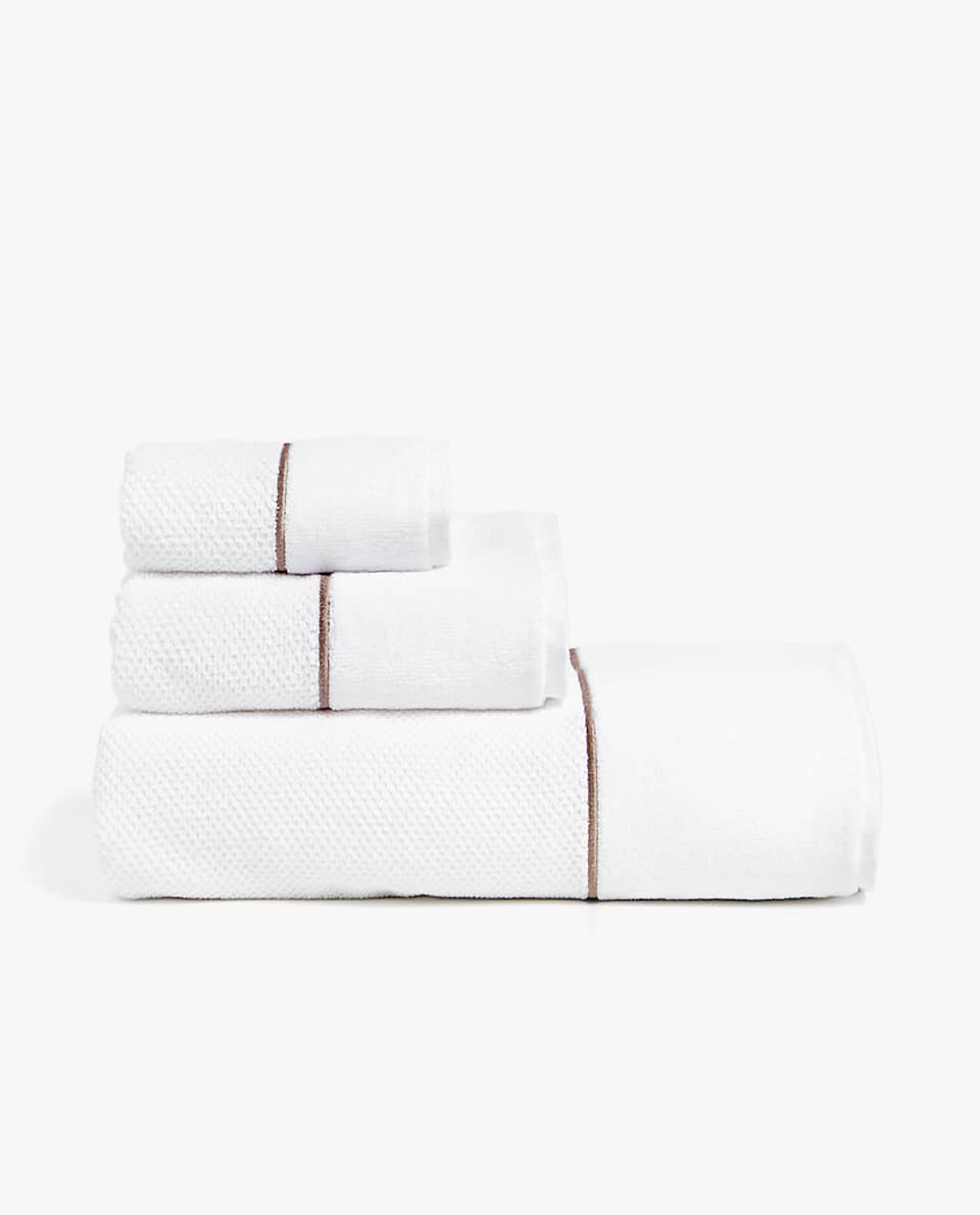 EMBROIDERED SCALLOP TOWEL