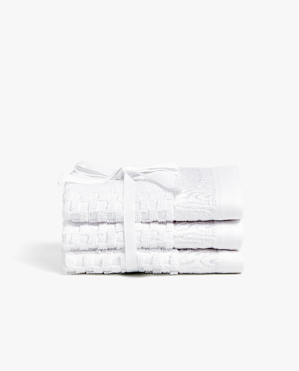 TOWEL WITH RAISED GEOMETRIC DESIGN (SET OF 3)