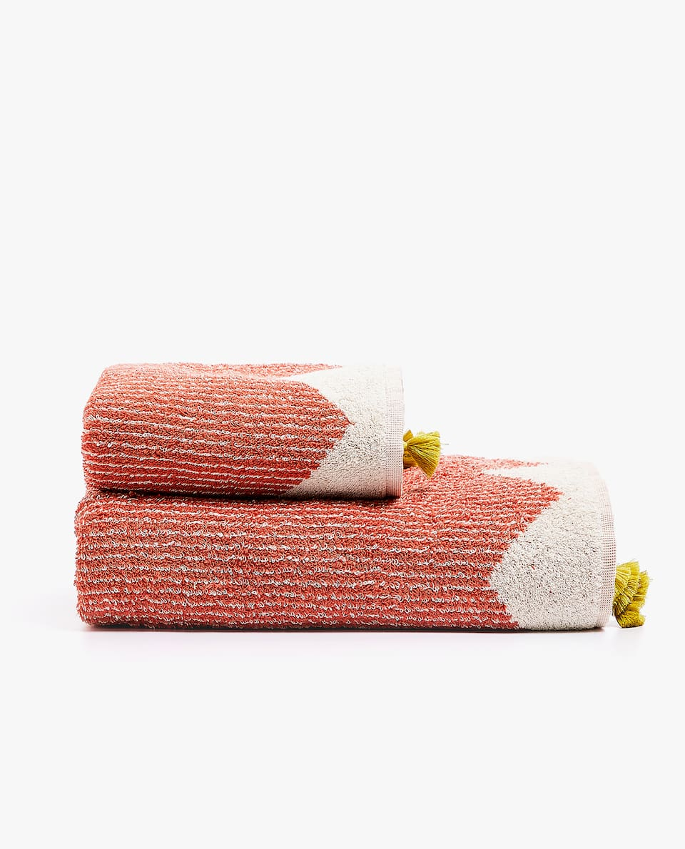 GEOMETRIC MOTIF TOWEL