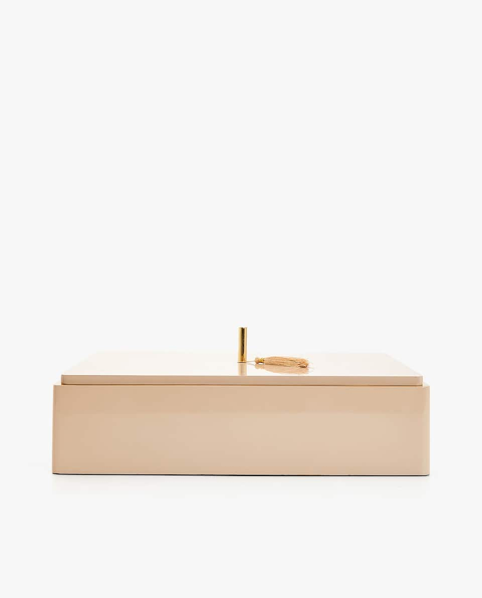 LARGE LACQUERED WOODEN BOX