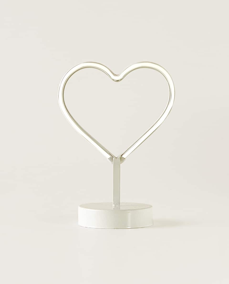HEART-SHAPED LED LAMP