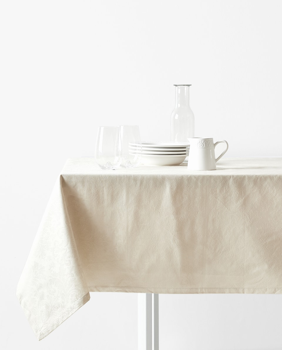 LAMINATED JACQUARD TABLECLOTH