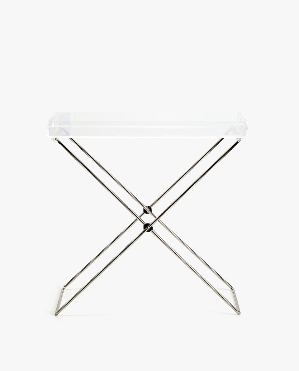 FOLDING TABLE WITH A TRAY