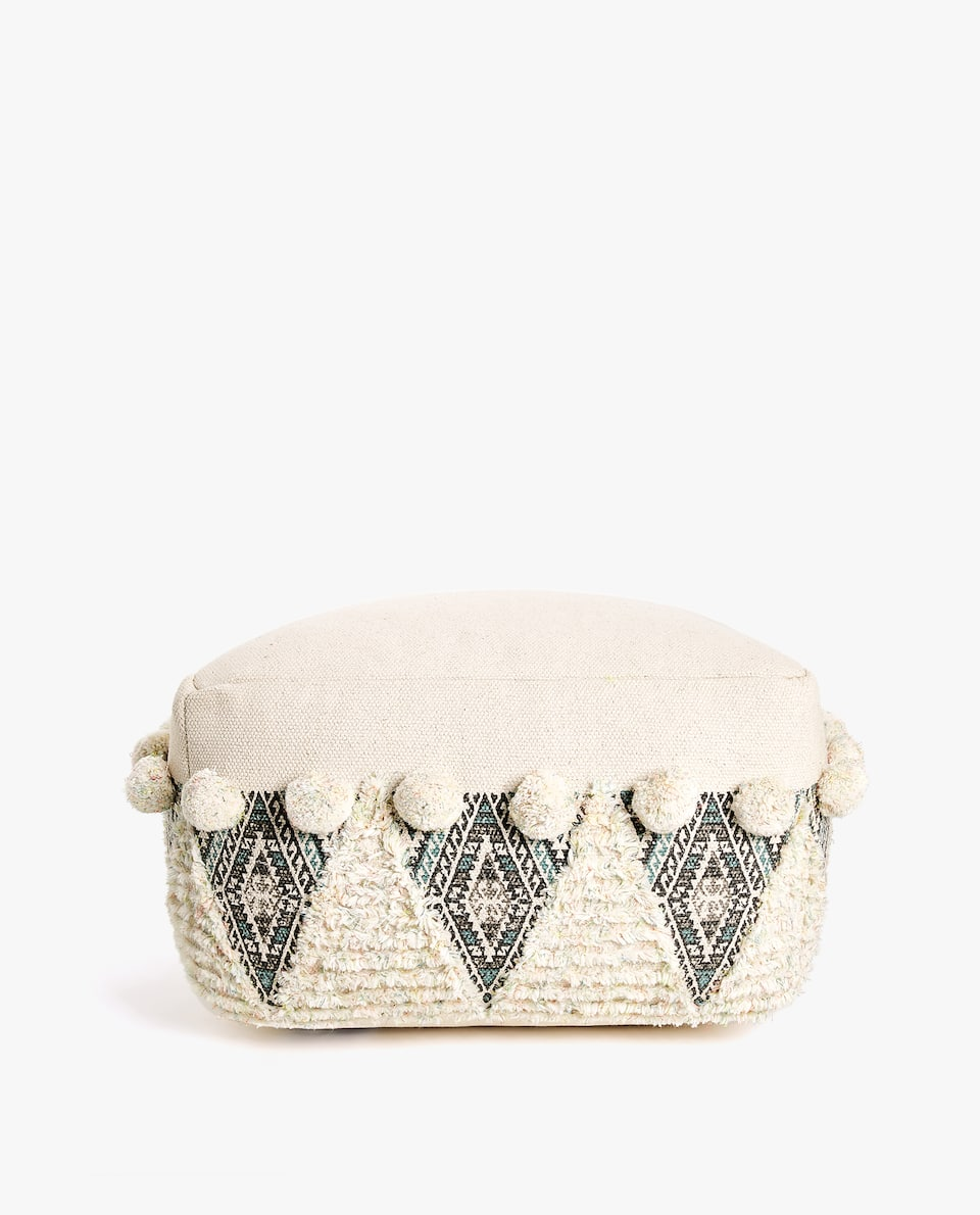WOOL POUFFE WITH BOBBLES