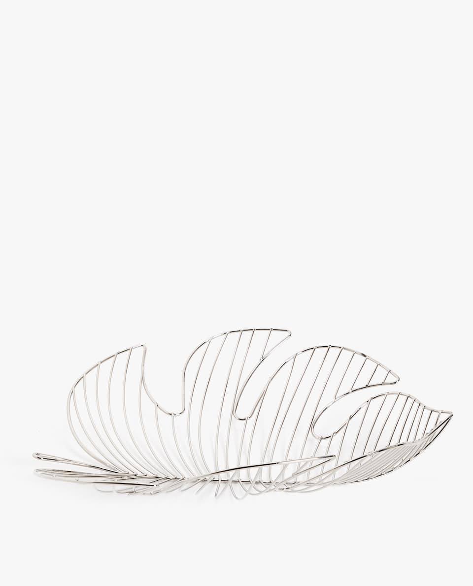 LEAF-SHAPED BASKET
