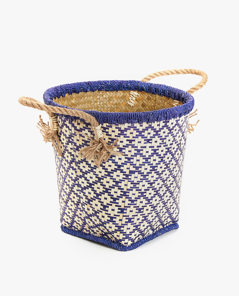 ROUND BASKET WITH GEOMETRIC MOTIFS