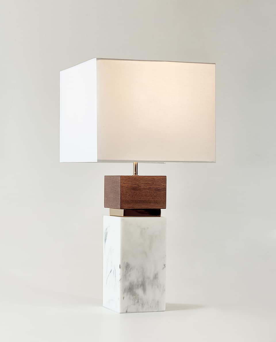 MARBLE-EFFECT AND WOOD LAMP