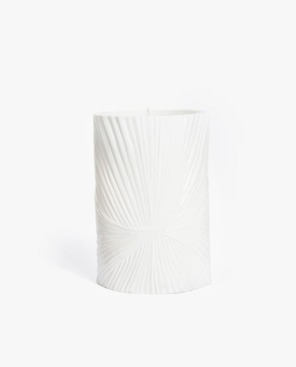 CYLINDRICAL CANDLE HOLDER WITH A RAISED DESIGN