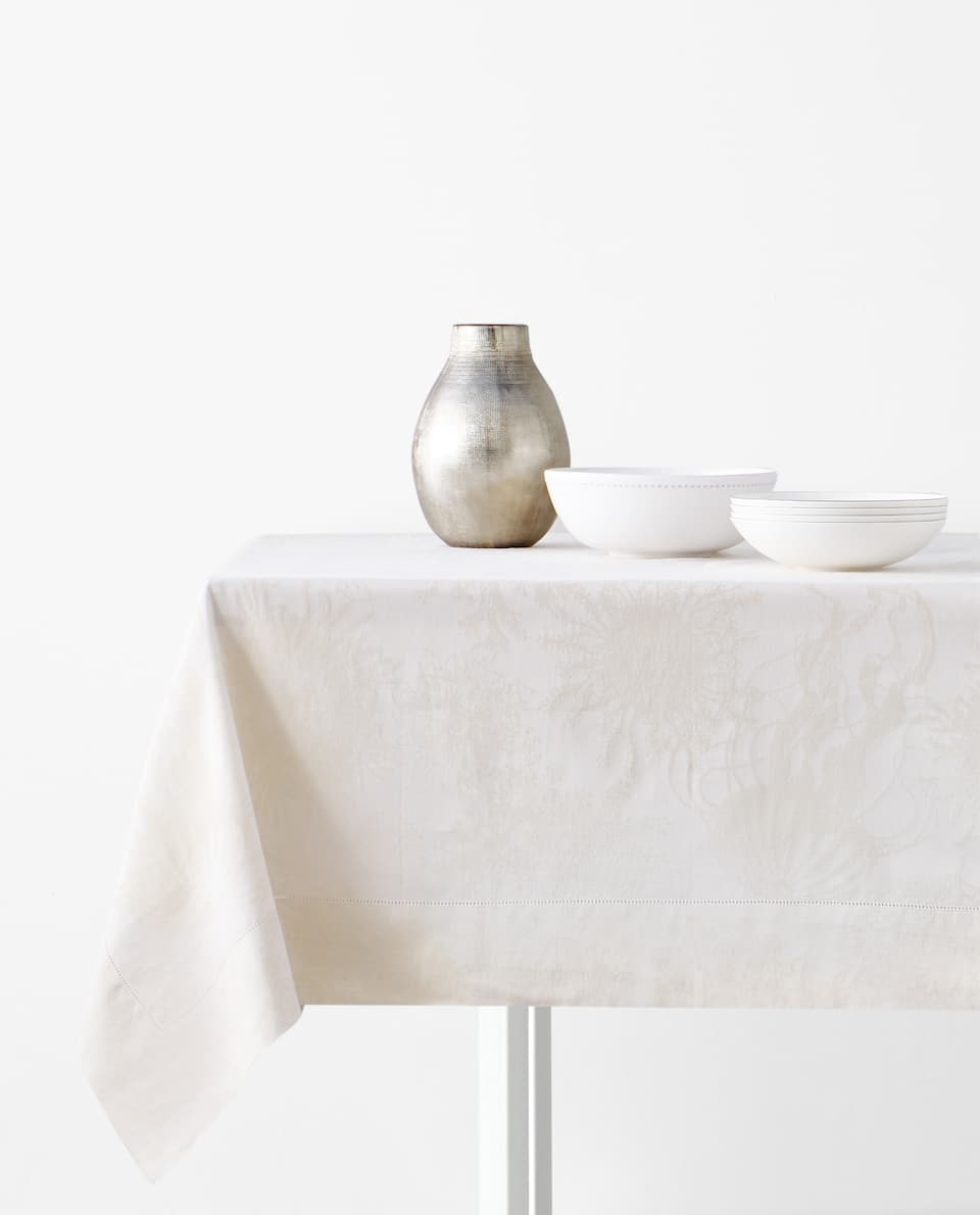 METALLIC THREAD JACQUARD TABLECLOTH