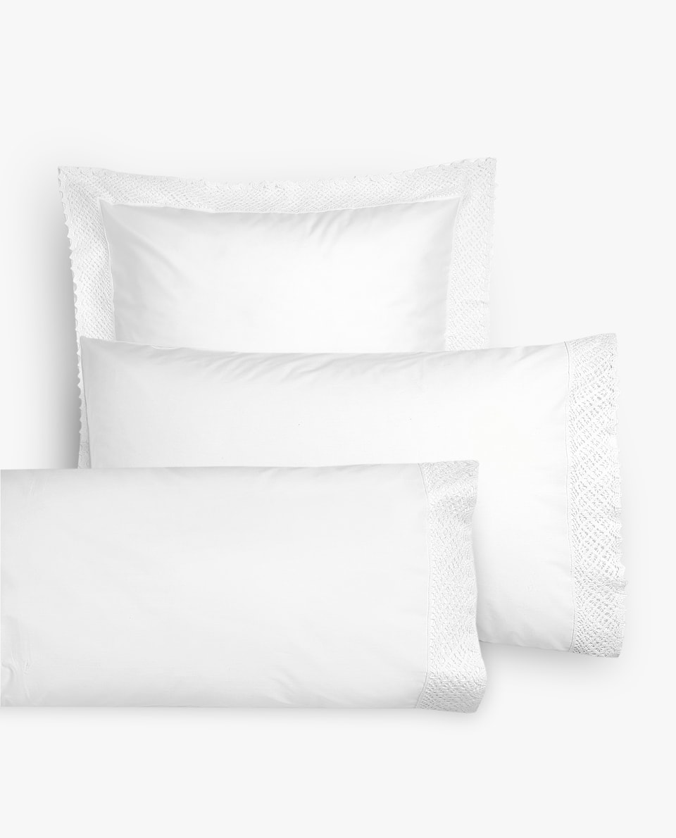 EMBROIDERED PILLOWCASE WITH LACE TRIM