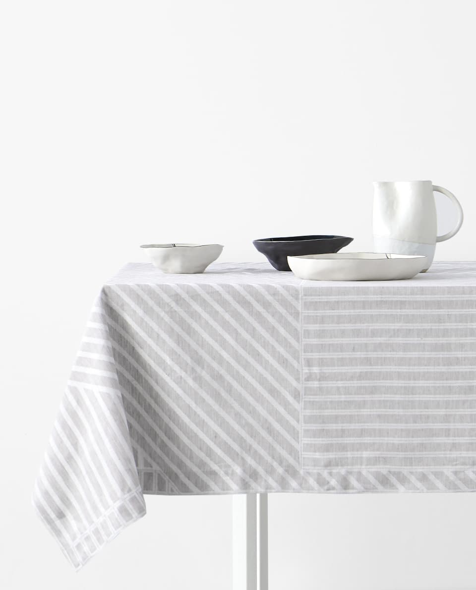 JACQUARD LINEN AND COTTON TABLECLOTH