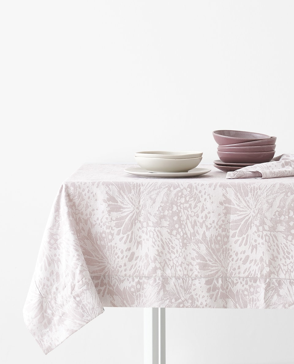 JACQUARD BUTTERFLY TABLECLOTH