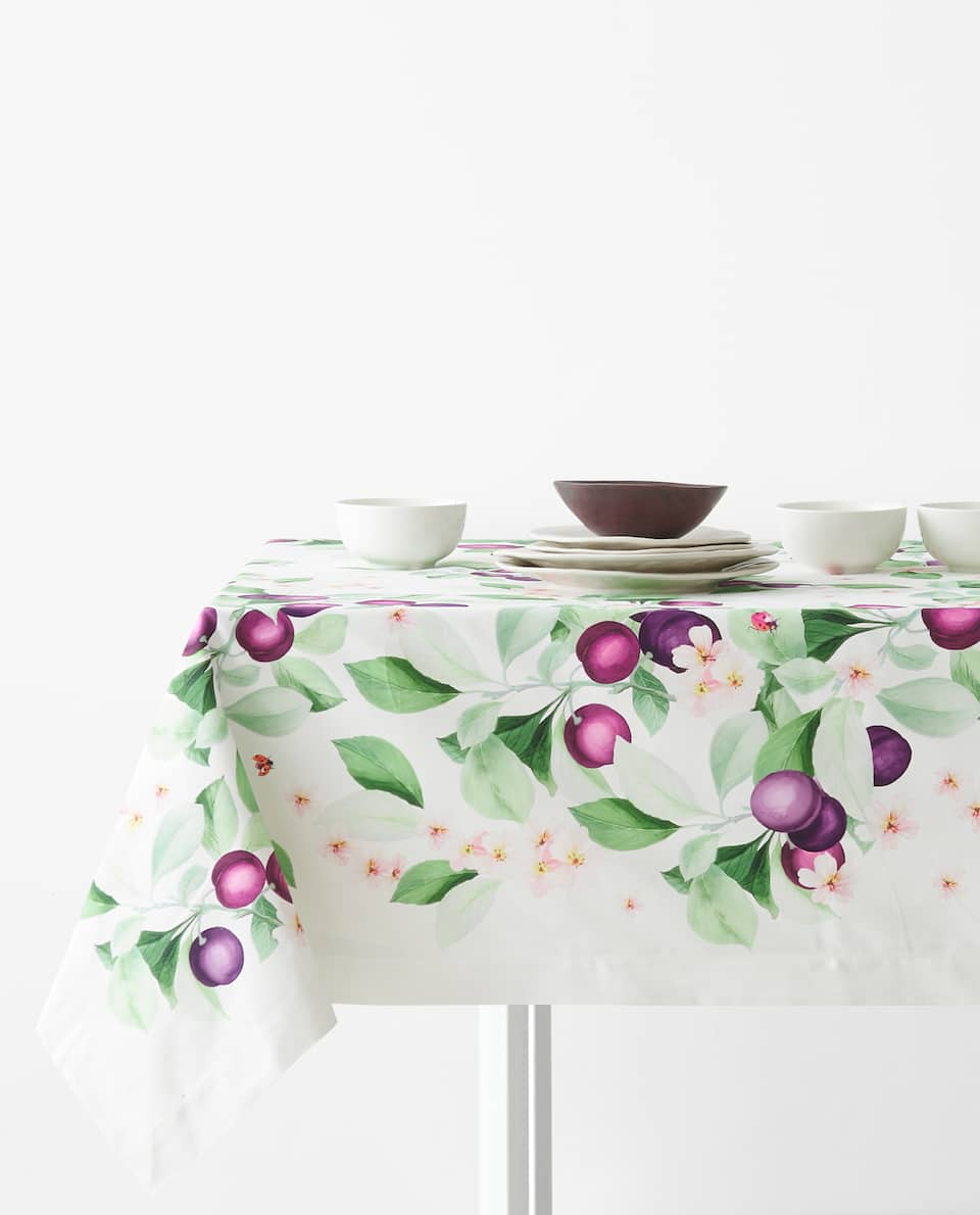 PLUM PRINT TABLECLOTH