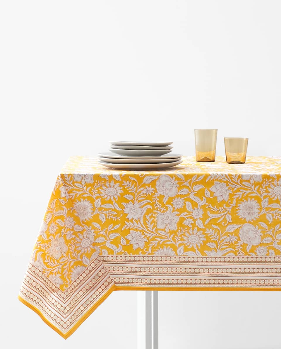 FLORAL PRINT TABLECLOTH