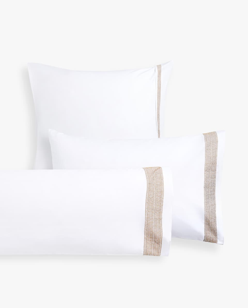 PILLOWCASE WITH GEOMETRIC BAND