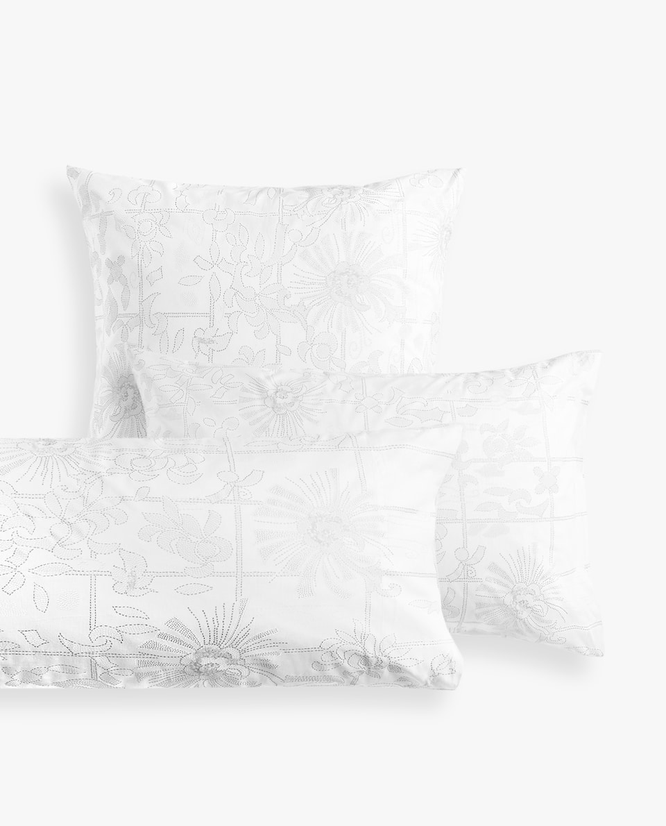 FLOWERS AND CHECKS PILLOWCASE
