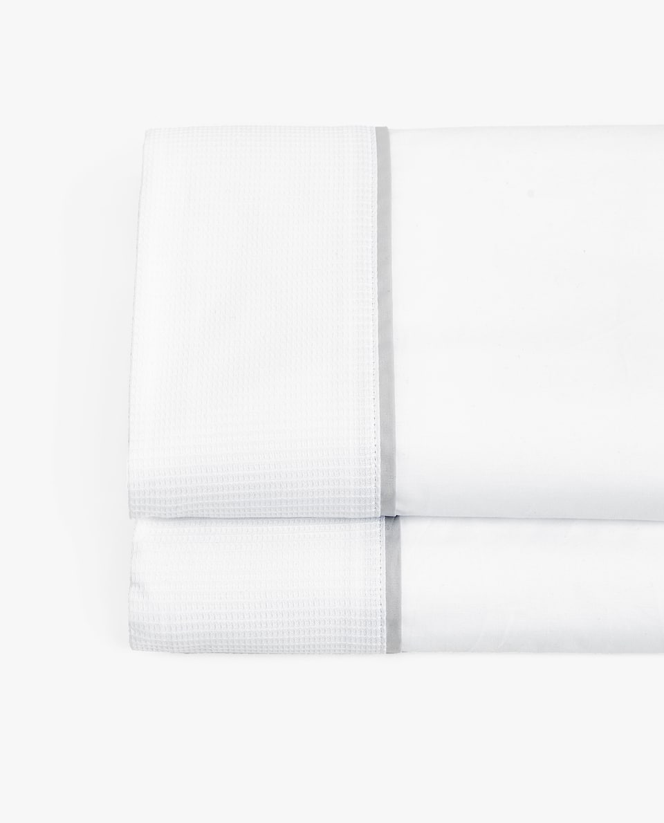FLAT SHEET WITH CONTRASTING BAND