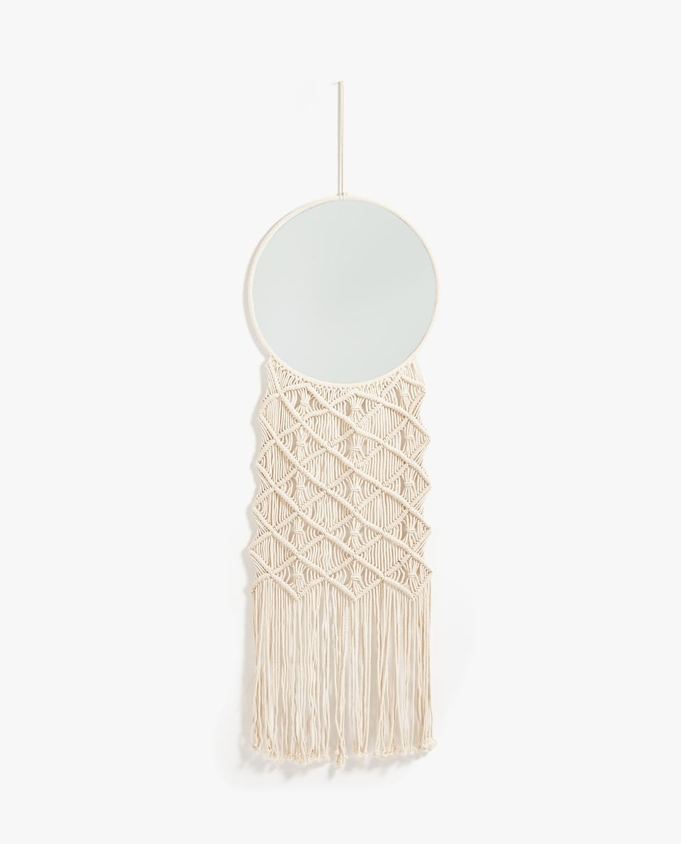 ROUND MIRROR WITH MACRAMÉ TAPESTRY