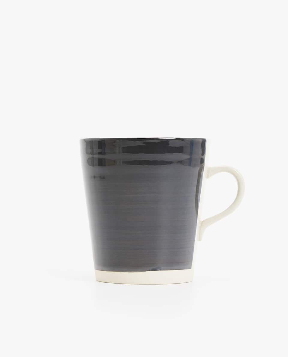 RAISED WAVY DESIGN LARGE STONEWARE MUG