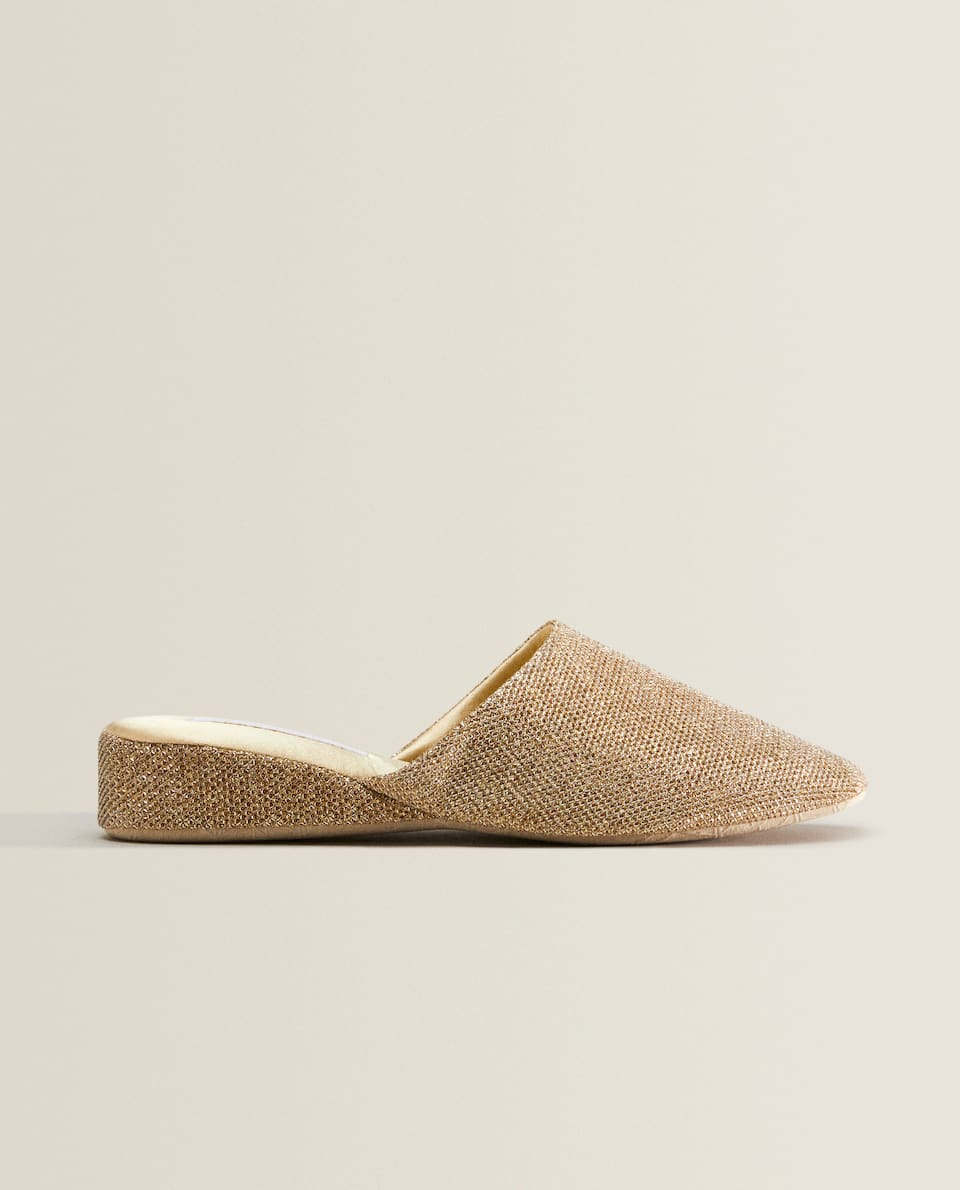 GLANZENDE SLIPPERS