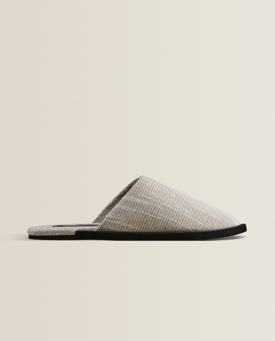 Slippers with contrast sole