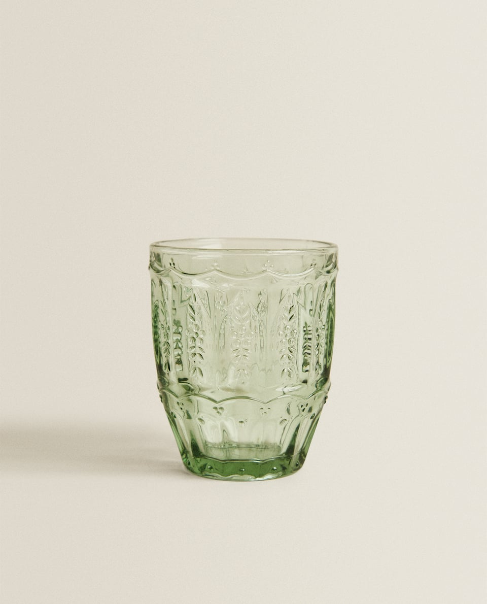 GLASS TUMBLER WITH ENGRAVED LEAVES