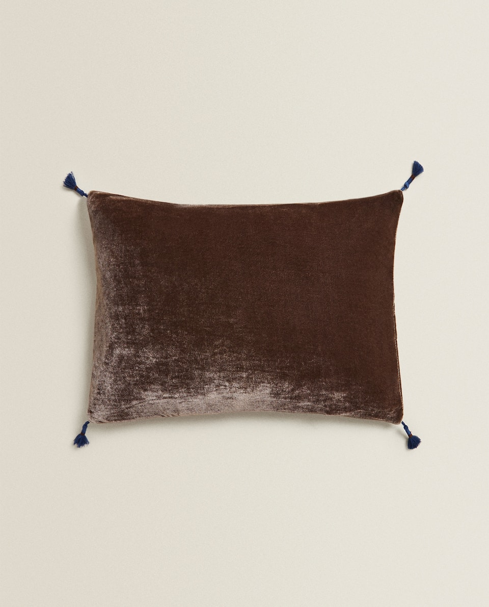 VELVET CUSHION COVER WITH TASSEL