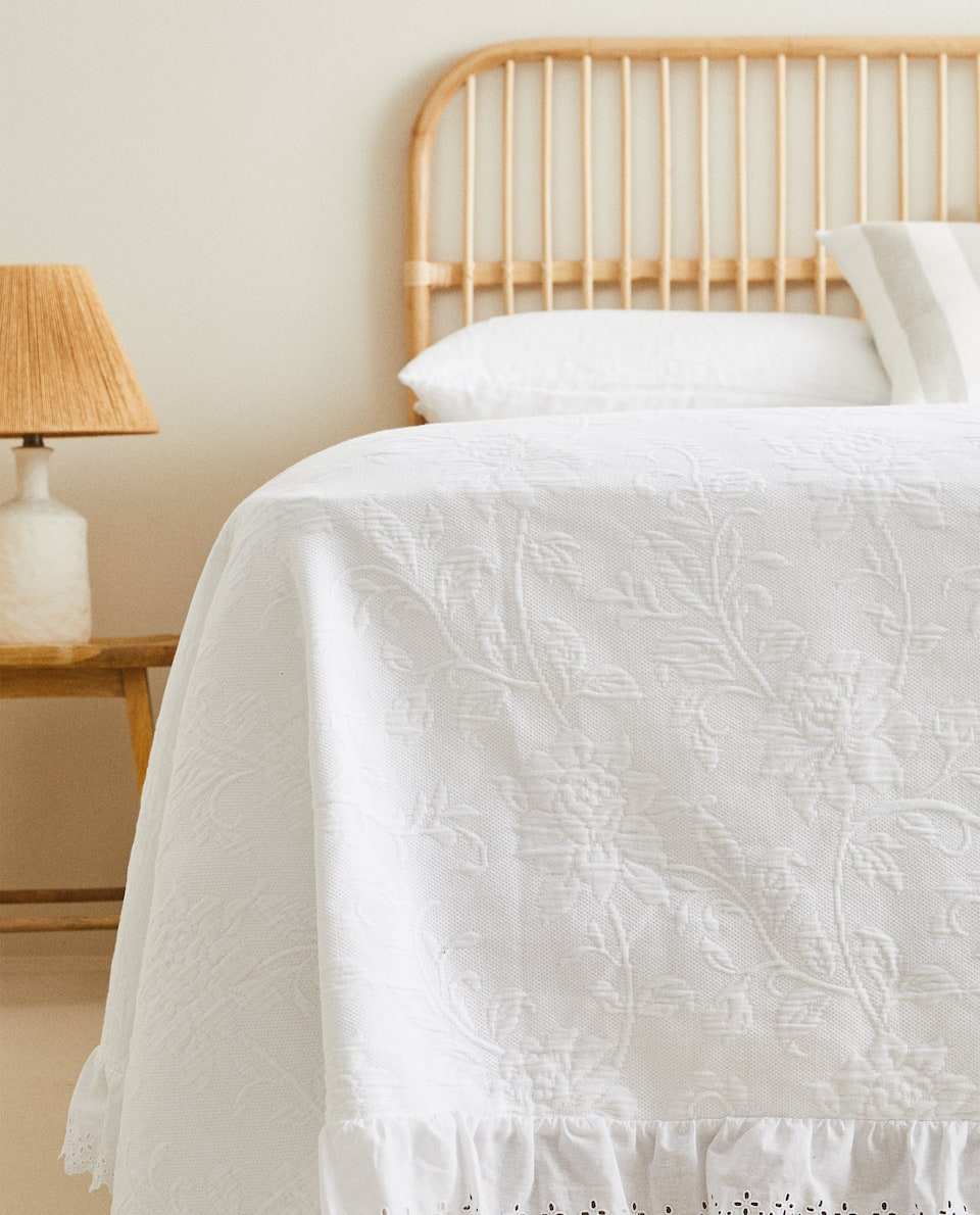 COTTON BEDSPREAD WITH RUFFLE TRIM