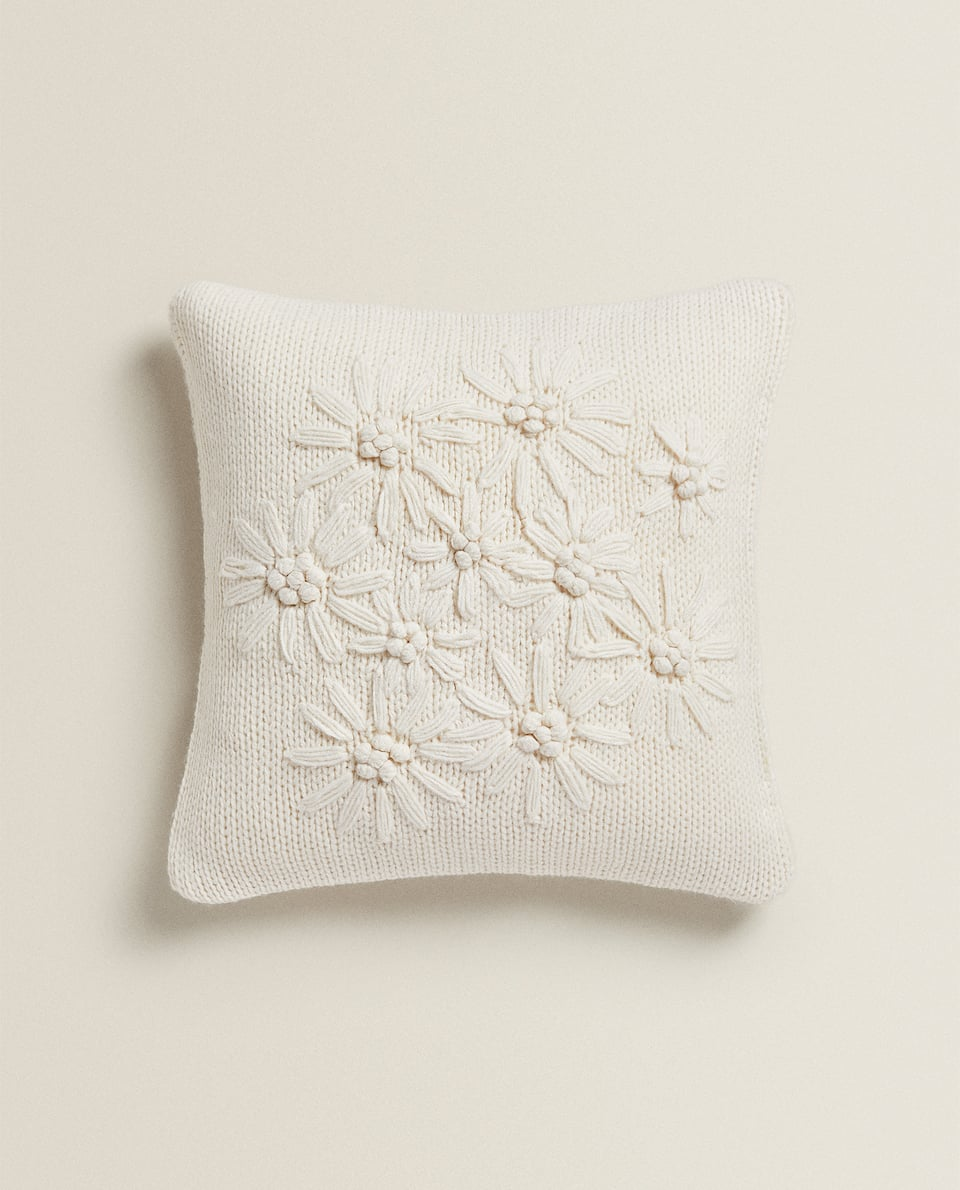 EMBROIDERED KNIT CUSHION COVER
