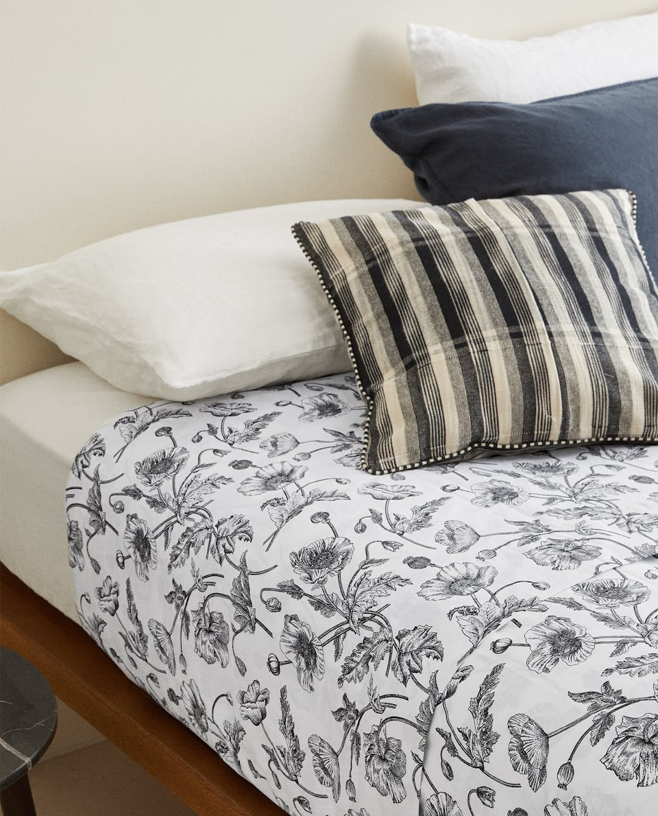 DUVET COVER WITH BLACK FLORAL PRINT