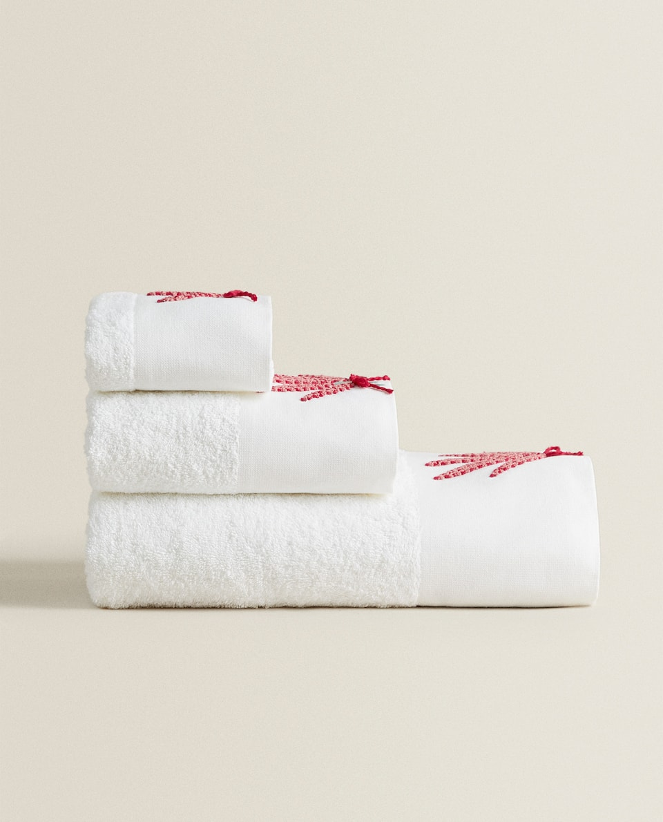 EMBROIDERED APPLIQUÉ TOWEL