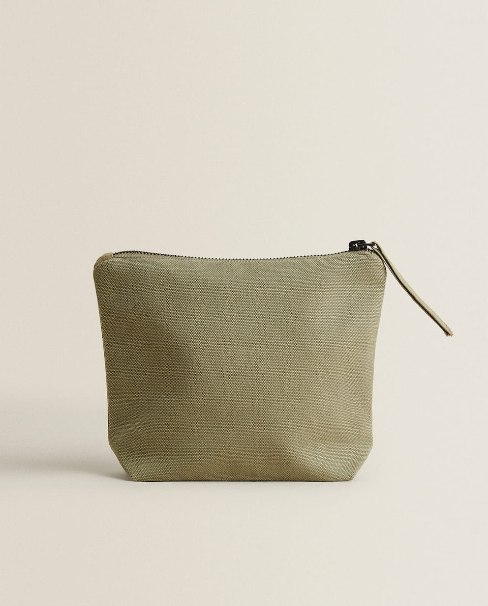 PLAIN TOILETRY BAG