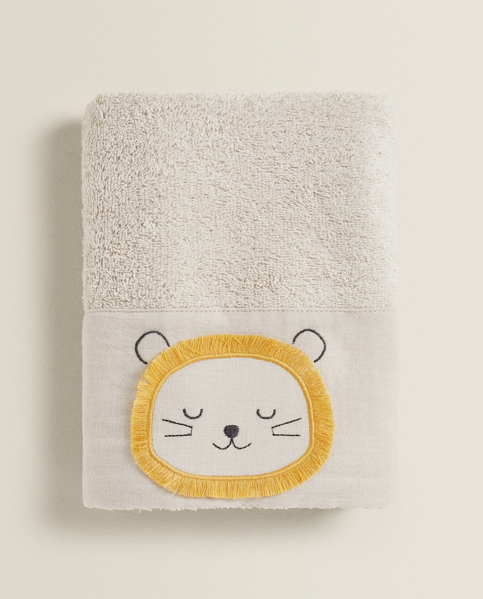 TOWEL WITH LION EMBROIDERY