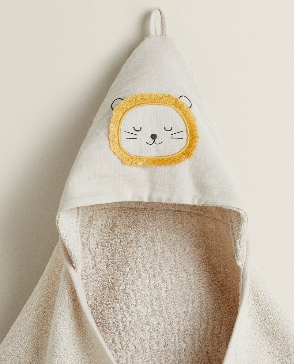 HOODED TOWEL WITH LION EMBROIDERY