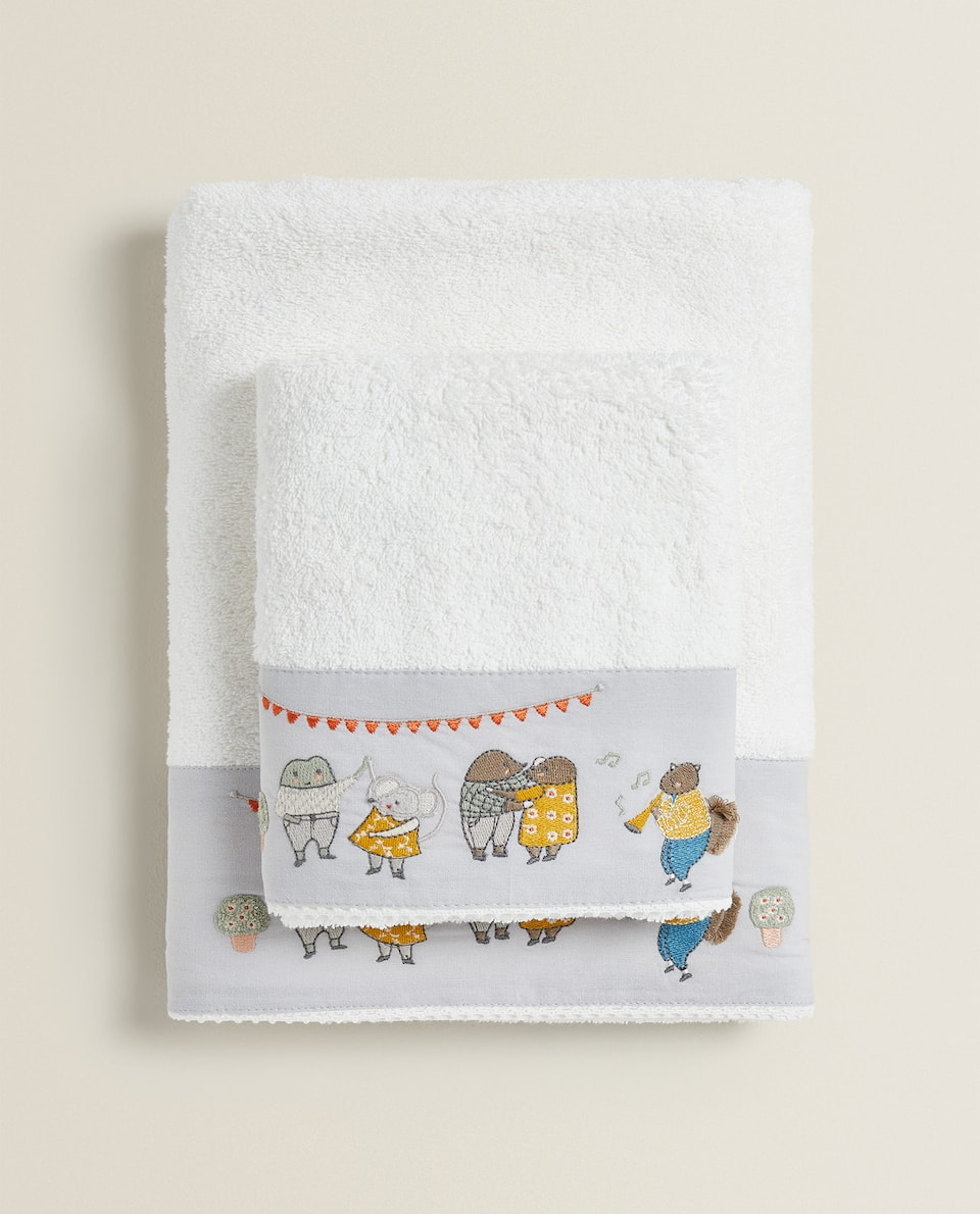 TOWEL WITH ANIMAL EMBROIDERY