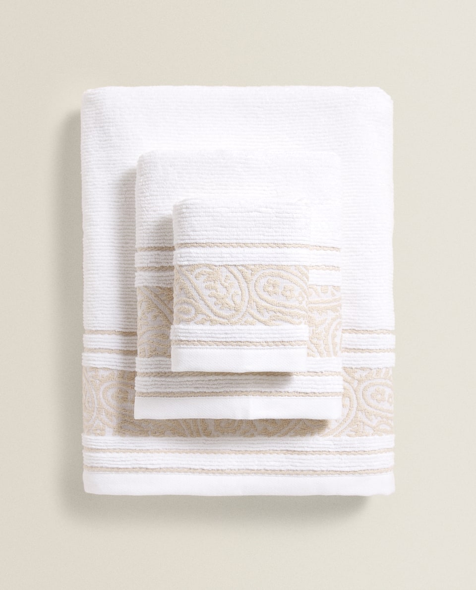 TOWEL WITH A PAISLEY BORDER