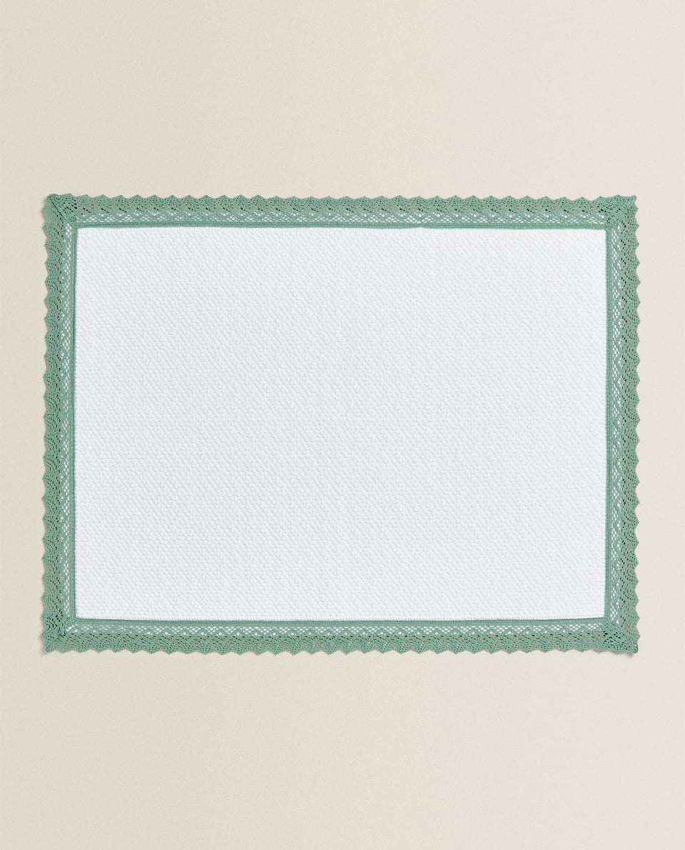 COTTON TOWEL WITH LACE TRIM
