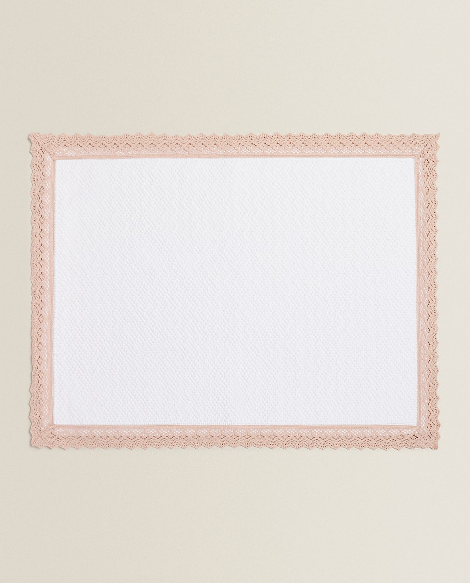 COTTON BATH MAT WITH LACE TRIM
