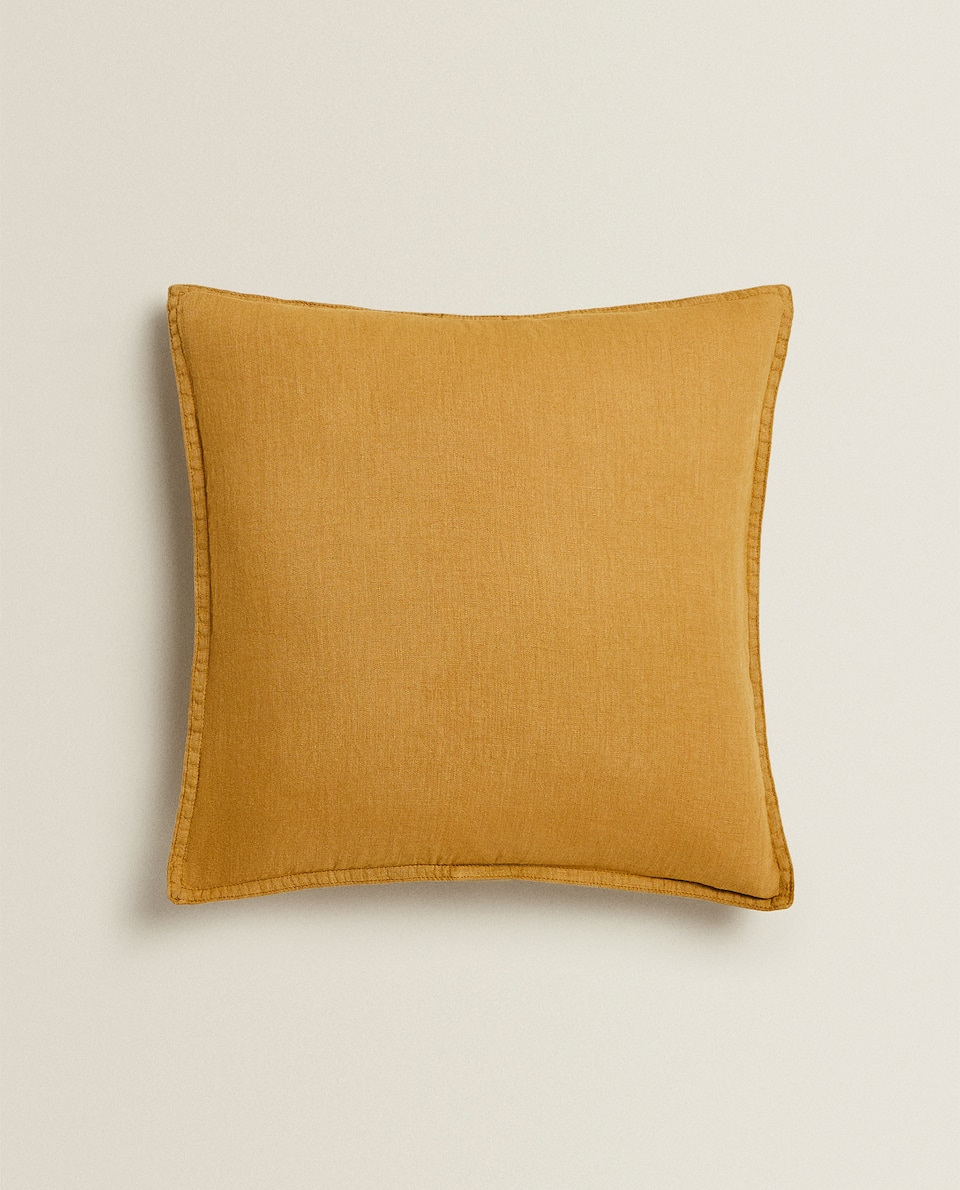 LINEN CUSHION COVER WITH BUTTONS