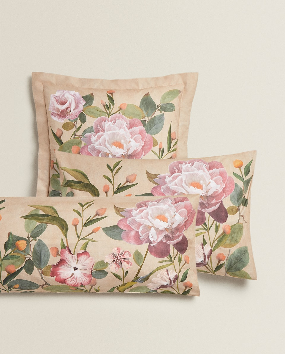 PILLOWCASE WITH LARGE FLORAL PRINT