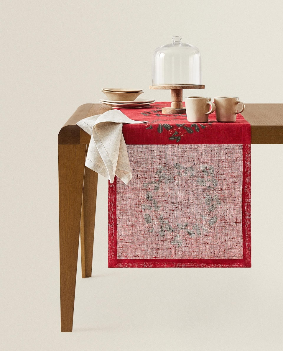 CHRISTMAS TABLE RUNNER WITH GARLAND