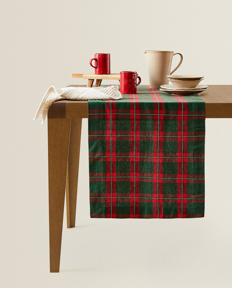 CHECKED CHRISTMAS TABLE RUNNER