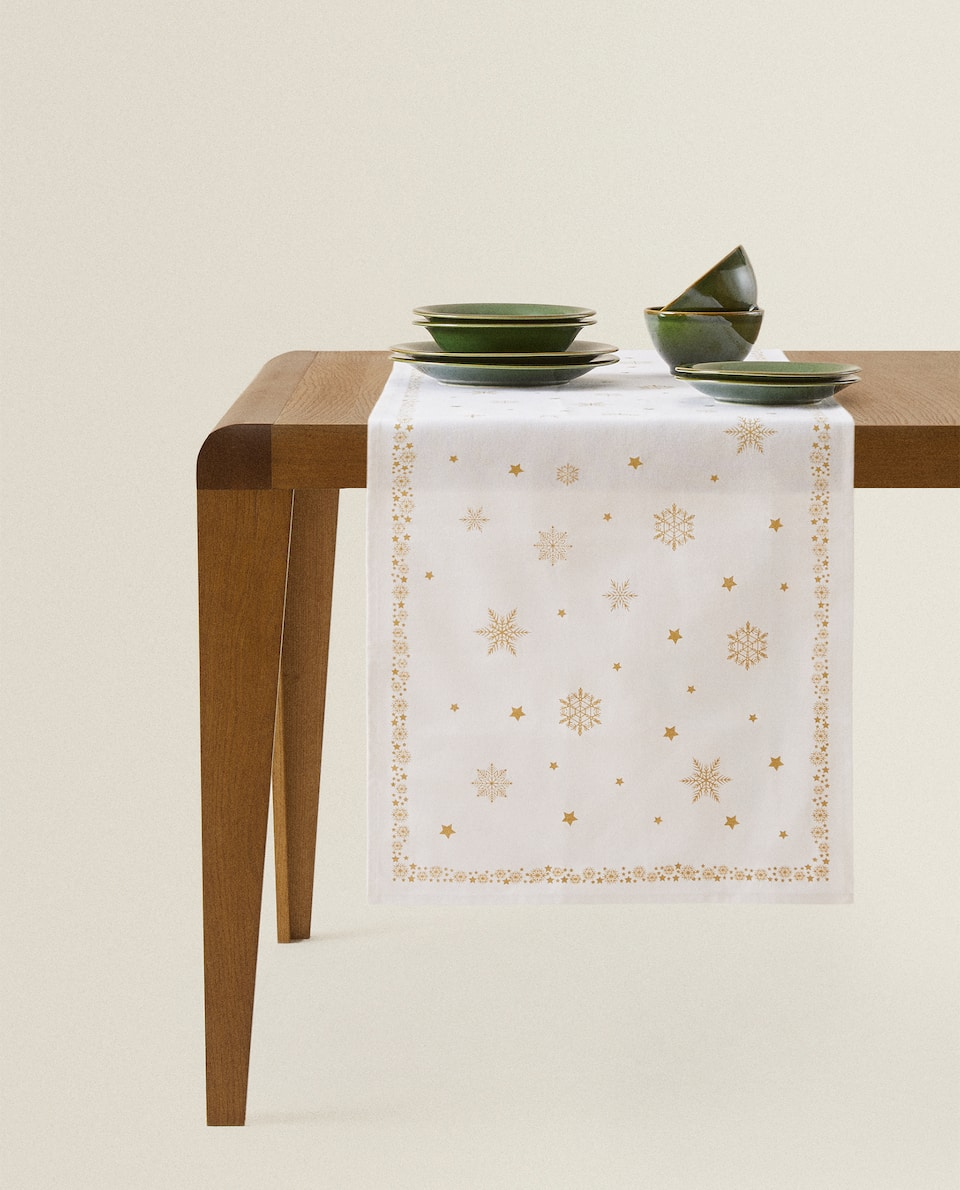 CHRISTMAS TABLE RUNNER WITH STARS