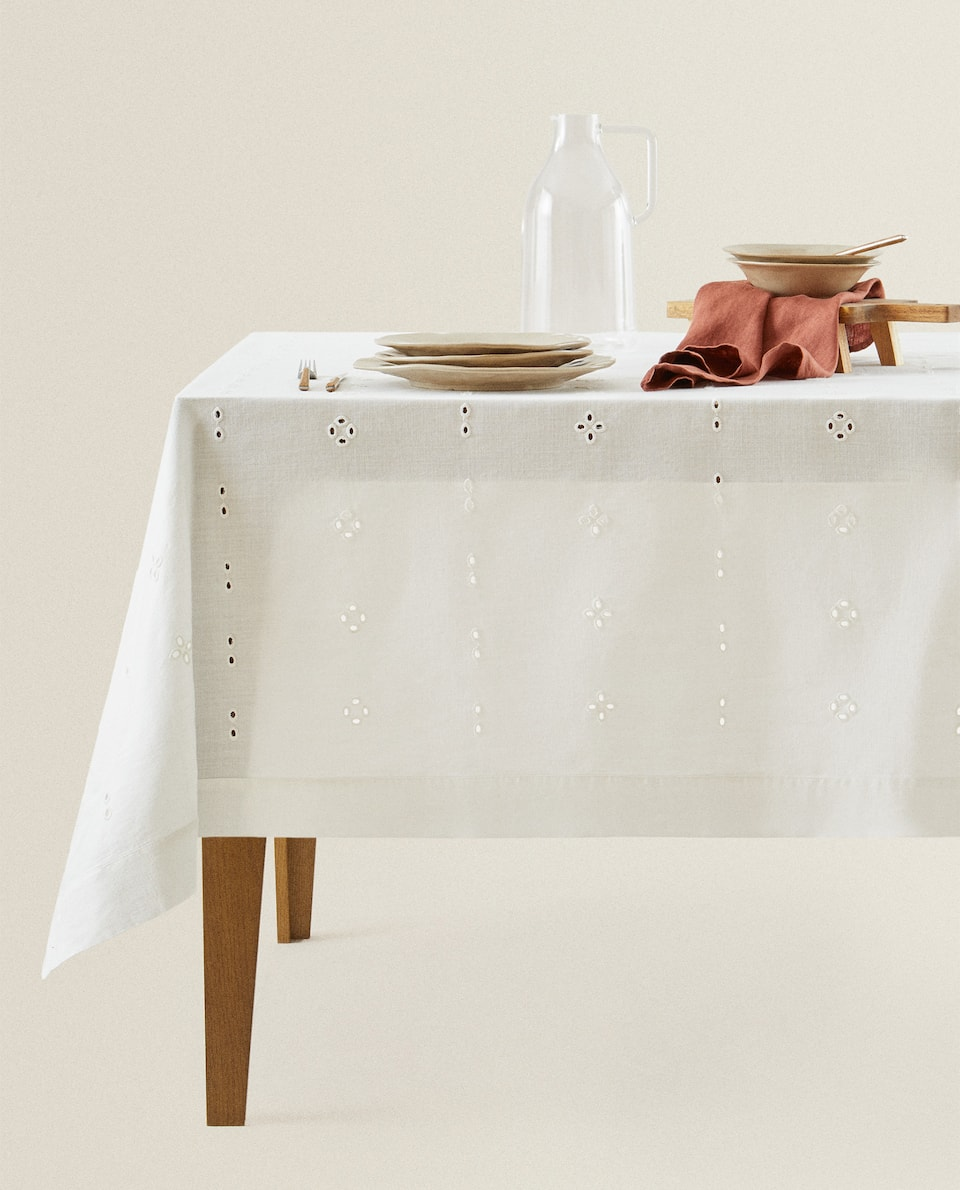 EMBROIDERED COTTON TABLECLOTH