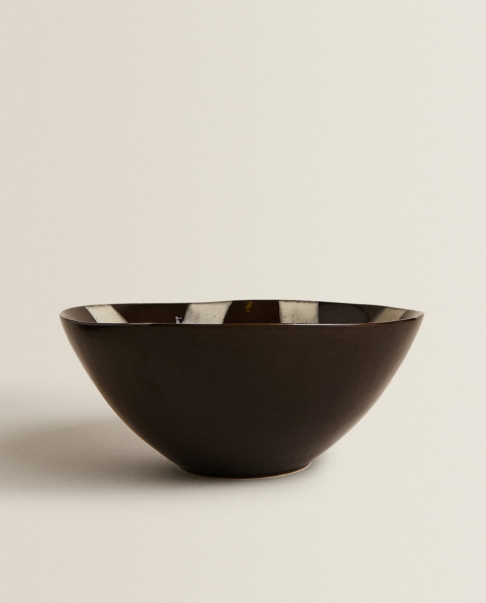 STONEWARE SALAD BOWL WITH LINEAR DESIGN
