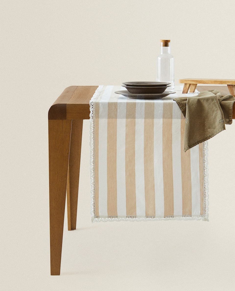 STRIPED LINEN TABLE RUNNER WITH A LACE TRIM