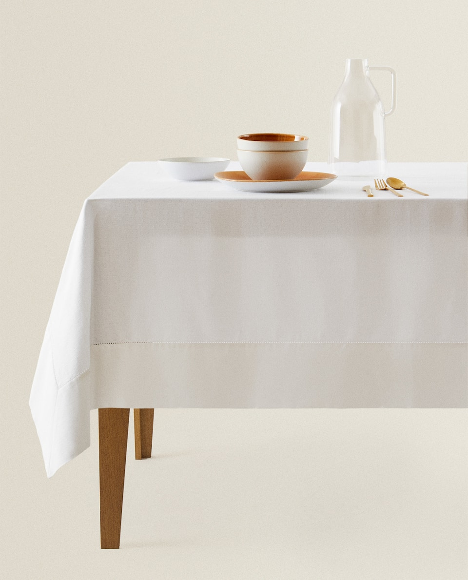 COTTON TABLECLOTH WITH DOTS