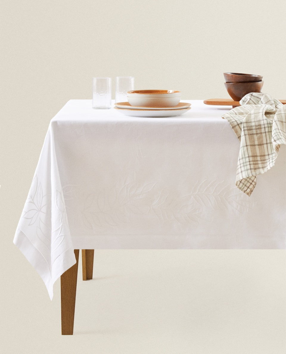 TABLECLOTH WITH EMBROIDERED LEAVES